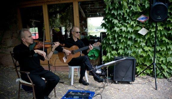 Violín, chelo, flauta, dúo, trío musical, toda cataluña