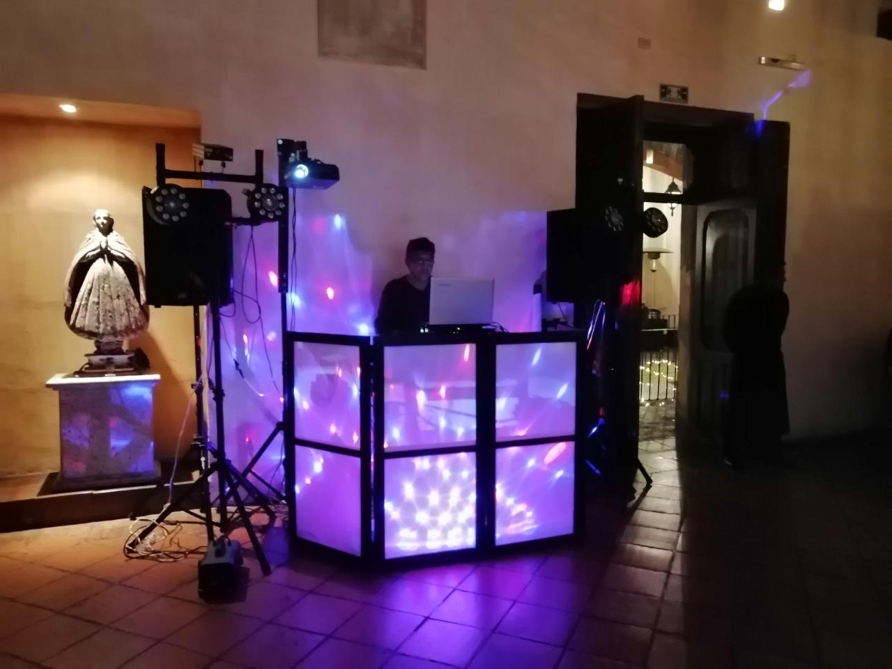 DJ / Eventos / XV años y Bodas